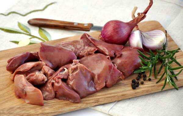 Organ meat (liver, heart, brain ...) is an important ingredient in the diet, is good food for dogs.